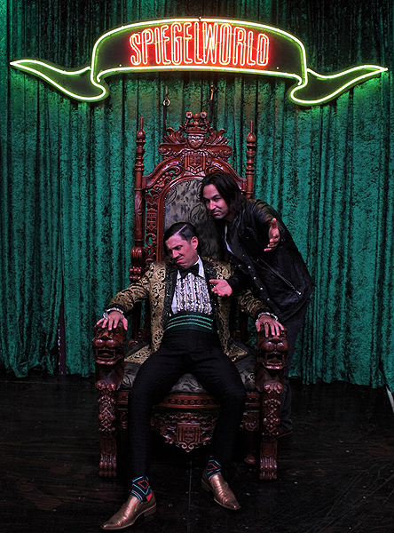 Loren Gold Attends ABSINTHE at Caesars Palace 8.10.17 credit Joseph SandersSpiegelworld