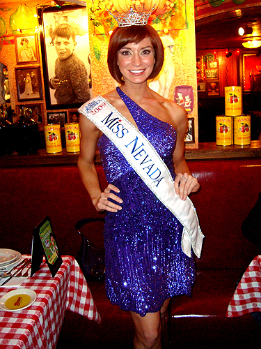 Miss_America_Contestants_at_Buca_Di_Beppo_-_Judy_Thorburn_004