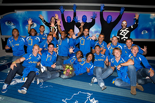 1.29.14 South Africa Rugby Team Poses with Blue Man Group Cast Members at Monte Carlo Resort and Casino Credit Erik Kabik 2