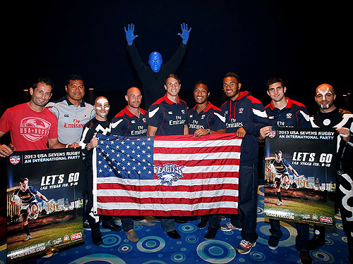USA Sevens international rugby players from USA Eagles pose with Blue Man Group and its Band Members credit Isaac Brekken