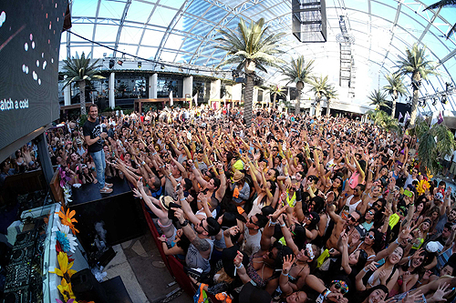 Halfway to EDC Dash Berlin  Crowd at Marquee Dayclub