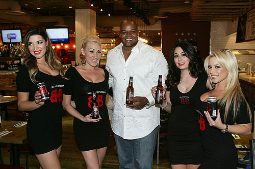 Frank Thomas with Big Hurt Beer and promotional models