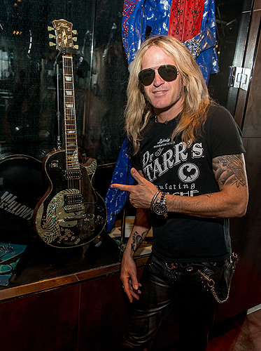 Doug Aldrich from RAIDING THE ROCK VAULT with White Guitar Credit Erik Kabik