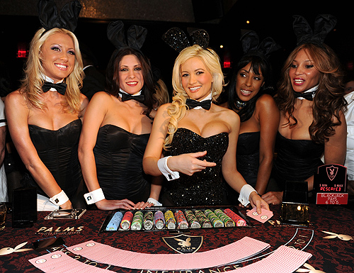 Holly_Madison_with_Bunnies