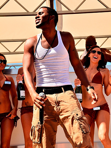 Jason_Derulo_enjoys_Ditch_Fridays_pool_party_at_Palms_Casino_Resort_in_Las_Vegas_6.8.12