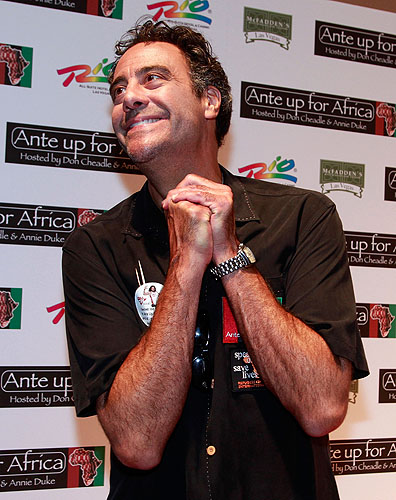 Brad_Garrett_poses_on_McFaddens_red_carpet