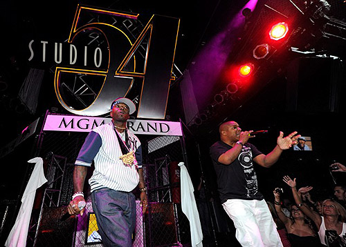 Naughty_by_Nature_performing_at_Studio_54
