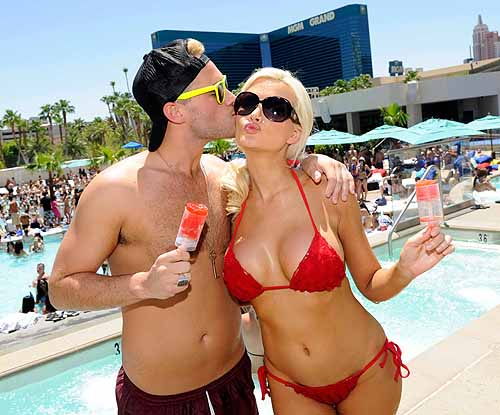 Holly_Madison_Josh_Strickland_at_WET_REPUBLIC_with_Strawberry_Margarita_Push_Ups