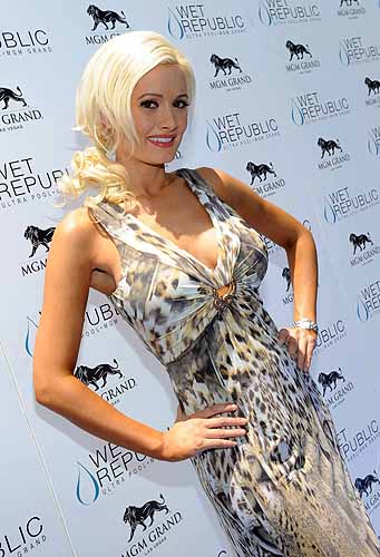 Holly_Madison_at_WET_REPUBLIC_-_Blue_Carpet_in_Roberto_Cavalli