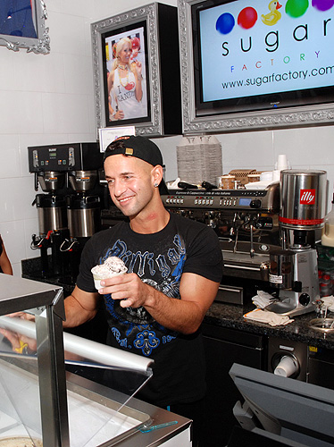 The_Situation_Serves_Gelato_to_Fans_at_Sugar_Factory_Kabik
