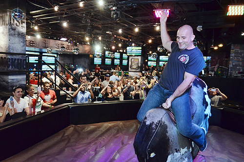 Glover Teixeira rides Rockhouses mechanical bull