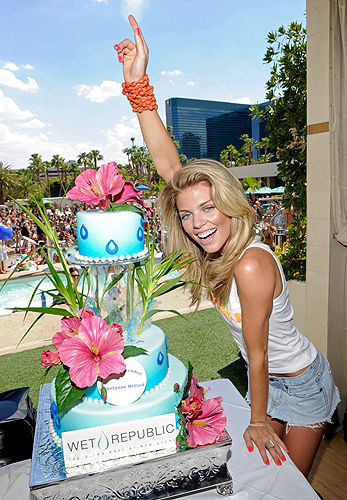 AnnaLynne_McCord_with_Birthday_Cake_at_WET_REPUBLIC_Las_Vegas