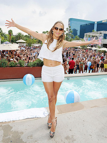 JLO_WET_REPUBLIC_Pool_8.18.12