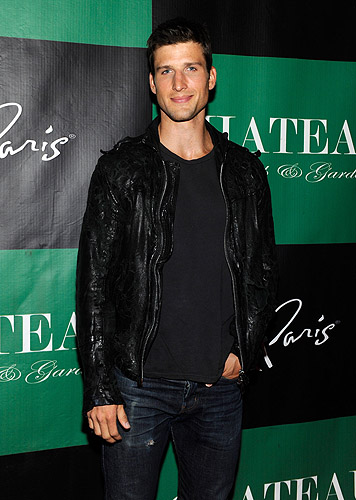 Parker_Young_Poses_on_the_Red_Carpet_at_Chateau_Nightclub__Gardens