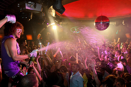 Redfoo_sprays_champagne_LAVO