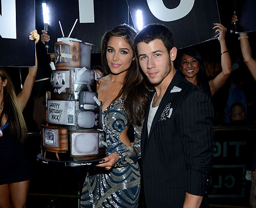 Nick Jonas and Olivia Culpo Birthday Cake 2 Hakkasan LV Nightclub