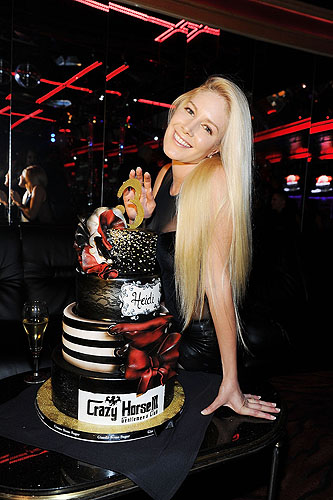 Heidi_Montag_all_smiles_with_cake