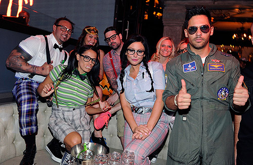 Jenni_JWoww_Farley_and_her_friends_dress_as_nerd_s_for_Halloween_and_pose_for_a_photo_in_the_VIP_booth_at_Chateau_Nightclub