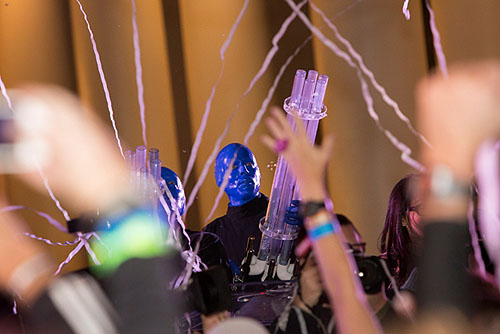 Blue Man Group sends off the newlyweds with confetti at Rock n Roll Marathon 11.16.14