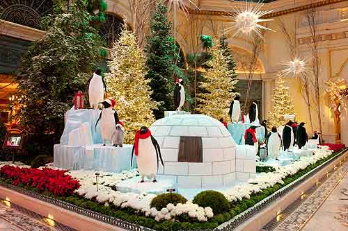 Bellagio_Conservatory_-_2010_-_Winter_Display_-_Penguins