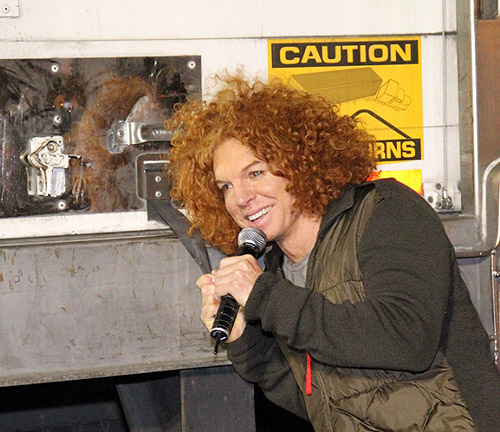 Carrot_Top_closes_fourth_truck_at_KLUC_Toy_Drive