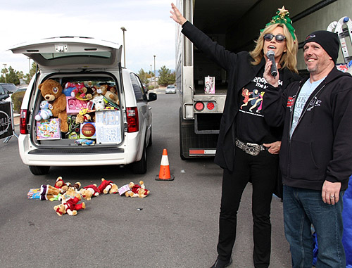 Susan_Anton_of_Menopause_the_Musical_with_van_at_KLUC_Toy_Drive