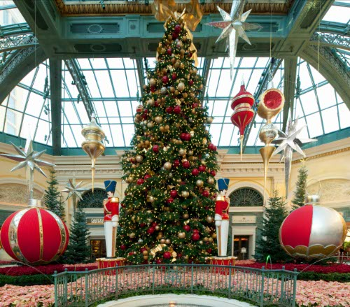 BellagioConservatory-Winter2009-HolidayTree