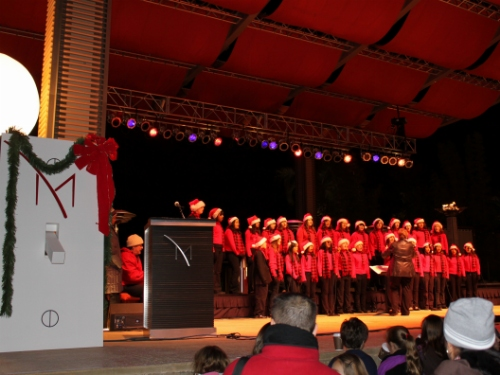 M_Resort_Tallest_Christmas_Tree_Cannon_Middle_School_Chorus_307