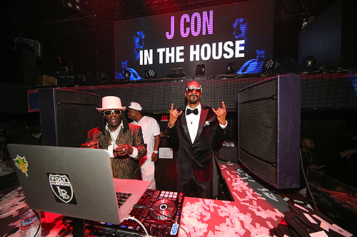Flava Flav and Snoop Dogg at TAO Fight Weekend photo credit Tony Tran