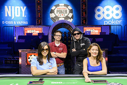 WSOP.coms Battle of the News Group Shot Photo Credit JAYNE FURMAN WSOP