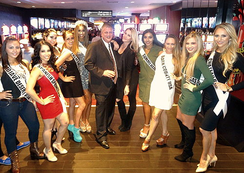 Derek Stevens Shanna Moakler and Miss Nevada USA Contestants