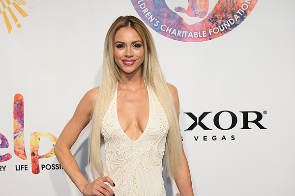 Chloe Crawford on the gold carpet at Criss Angel HELP Sept 12 2016 Tom Donoghue
