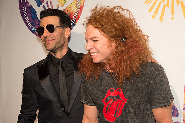 Criss Angel and Carrot Top on the gold carpet at Criss Angel HELP Sept 12 2016 Tom Donoghue