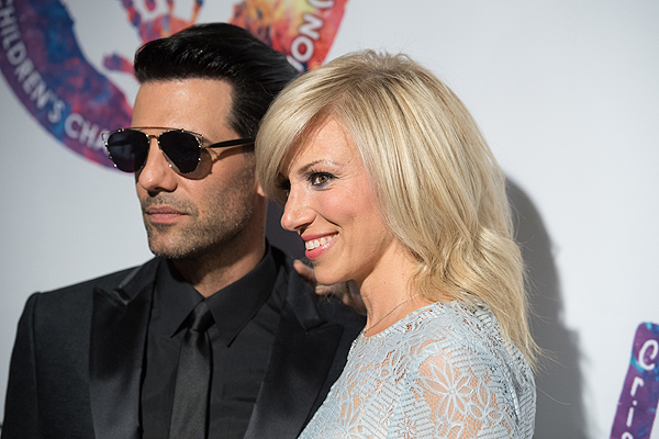 Criss Angel and Debbie Gibson on the gold carpet at Criss Angel HELP Sept 12 2016 Tom Donoghue