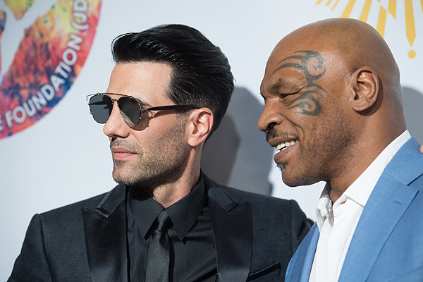 Criss Angel and Mike Tyson on the gold carpet at Criss Angel HELP Sept 12 2016 Tom Donoghue 2