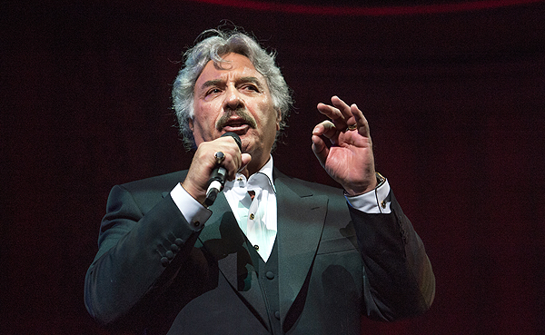 Tony Orlando emcees at the inaugural Criss Angel HELP gala Sept 12 2016 Tom Donoghue