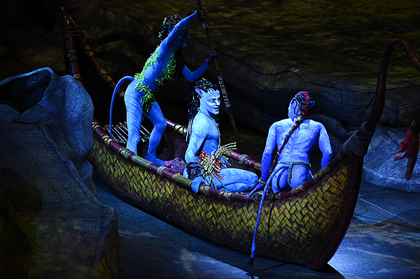 TORUK The First Flight artists take audiences on an adventure through Pandora Jan. 18 2017 - Photo credit: Al Powers